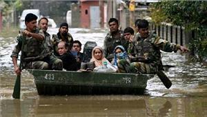 गोरखपुरमें बाढ़ मेंफंसे लोगों कोसेना नेबचाया