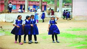 स्कूलें खुली पहले दिन क्षीण उपस्थिति