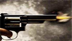 दो समूहों में गोलीबारी मौत