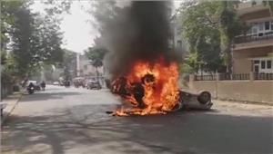 दलित कार्यकर्ता की मौत पर लोगों में गुस्सा जिग्नेश मेवाणी हिरासत में