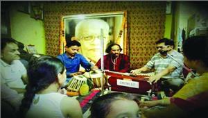 गुणरस पिया संगीत सभा में उस्ताद फरीद अहमद का गायन व अभिनंदन