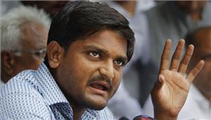 जयपुर हवाई अड्डे पर उतरने के बाद हार्दिक पटेलगिरफ्तार