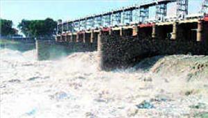 यमुना मेंहथिनी कुंड का पानी छोड़े जाने सेगांव में बाढ़ का खतरा