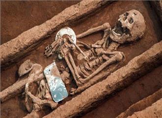 चीन में मिलीं नवपाषाण युग की 19 कब्रें