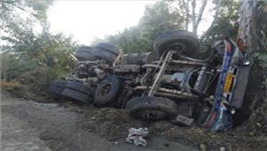 मध्यप्रदेश रेत से भरा ट्रक पलटा आठ की मौत आठ घायल