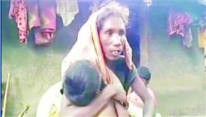 भूख से मरी संतोषी के परिजनों को ग्रामीणों ने निकाला