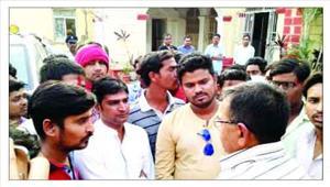 प्रशिक्षु आईपीएस की दबंगई दो युवकों को लात घूसों से पीटा
