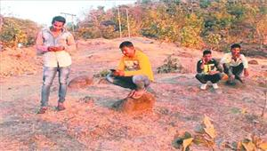ऐसे कैसे बनेगा कैशलेस इंडिया  छोटे-छोटे लेनदेन के लिए चढ़ना पड़ती है पहाड़ी