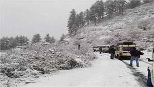 जम्मू-श्रीनगर राजमार्ग भारी बर्फबारी के चलतेबंद