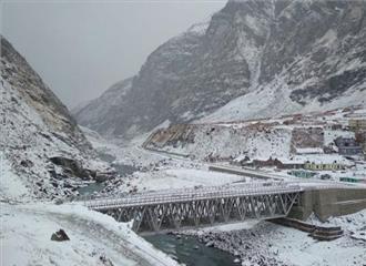 श्रीनगर में सबसे ठंडी रात, नलों में पानी बना बर्फ