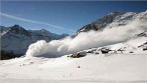 श्रीनगरहिमपात के कारण हवाई यातायात प्रभावित