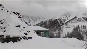 जम्मू- कश्मीर के गुलमर्ग मेंबर्फबारी हुई