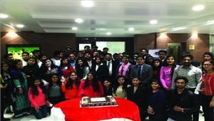 पूर्व छात्र सम्मेलन में छात्रों ने अपने अनुभव को बांटा