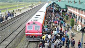 कश्मीर में सुरक्षा कारणों से रेल सेवास्थगित