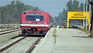 सुरक्षा कारणों से दक्षिण कश्मीर में रेल सेवाएं दूसरे दिन भी स्थगित