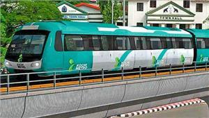 कोच्चि मेट्रो की पहली यात्रा के लिएलोगों की लंबी कतारें दिखी