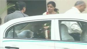 कुलभूषण जाधव की मां व पत्नी सुषमा स्वराज से मिलीं