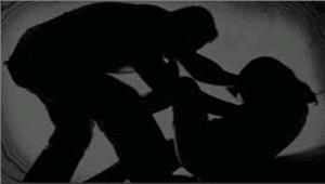 प्रेम में अंधी महिला की प्रेमी ने की पिटाई