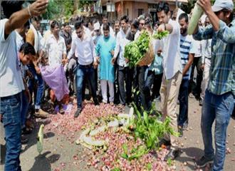 जिन्दा किसानों के लिये बजट नहीं मृतक को करोड़ रुपए