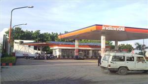 लखनऊ के सभी पेट्रोल पंप हड़ताल पर