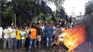 नेवली गांव में किसानों का हिंसक प्रदर्शन