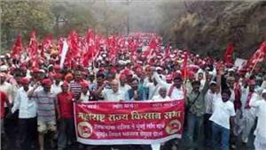 महाराष्ट्र  सरकार की नीतियों के विरोध में किसानों का मार्च