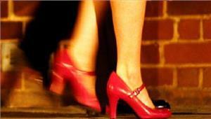 युवती को वेश्यावृत्ति के लिए प्रेमी कर रहा परेशान