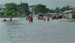 मणिपुर में बाढ़ औरभूस्खलन से यातायातबाधित