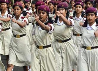 सैनिक स्कूलों में लड़कियों के दाखिले पर विचार  मंत्री