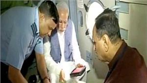 मोदी ने बाढ़ प्रभावित गुजरात का हवाई सर्वेक्षण किया 500 करोड़ रुपये की मदद