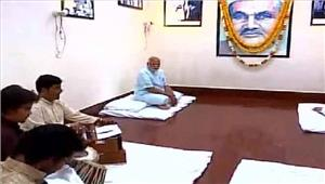 मोदी नेगढ़वा घाट जाकर संतों के साथ संवाद स्थापित किया