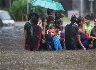 भारी बारिश से मुम्बई में जनजीवन प्रभावित