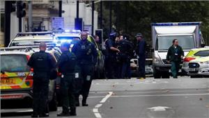लंदन  कार की टक्कर में कई घायल