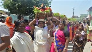 मंदिरों में नवरात्रि परश्रद्धालुओं की उमड़ीभीड़
