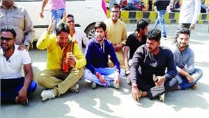 भाजयुमो नेता की बाइक पकड़ी तो ट्रैफिक थाने में मचाया हंगामा