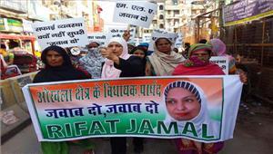 ओखला क्षेत्र की महिलाओं ने स्थानीय विधायक व पार्षद से माँगा जवाब