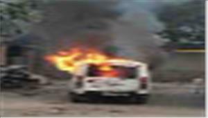 आग लगने से पुलिस की गाड़ी क्षतिग्रस्त