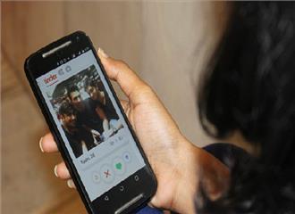 भारतीय माता-पिताबच्चों केऑनलाइन साइबर अपराधियों से बातचीत को लेकर चिंतित