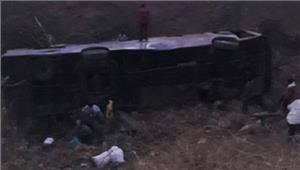 पाकिस्तान यात्री बसखाई में गिरने से 11 की मौत