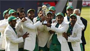 पाकिस्तानी टीम पर हुईपैसों की बारिश