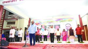 कवि सम्मेलन में शहीदों को दी गई श्रद्धांजलि