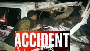 खराब ट्रक से एंबुलेंस टकराईमरीज समेत आठ लोगों की दर्दनाक मौत