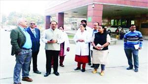 प्रमुख सचिव ने जिला अस्पताल का किया निरीक्षण