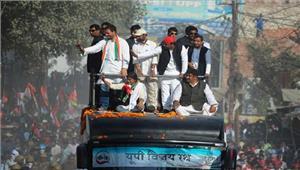 यूपी चुनाव  राहुल औरअखिलेश का रोड शो