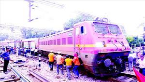 पटरी से उतरी राजधानी घंटों बंद रही रेलगाड़ियां यात्री हलकान