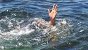 घने कोहरे के कारण टैक्सी के तालाब में गिर जाने से 4 की मौत