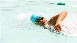 जलपरी ने समुद्र में साढ़े दस घंटे में 47 किलोमीटर तैरने का रिकॉर्ड बनाया