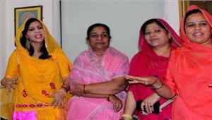 राजपूत समाज की महिलाएं पद्मावती फिल्म के विरोध में उतरी