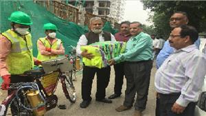 जिला अस्पताल के लिए सीएमओ को दी 200 मच्छरदानी