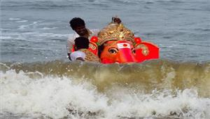 गणेश प्रतिमा विसर्जन के लिए आए चार युवक नदी में डूबे